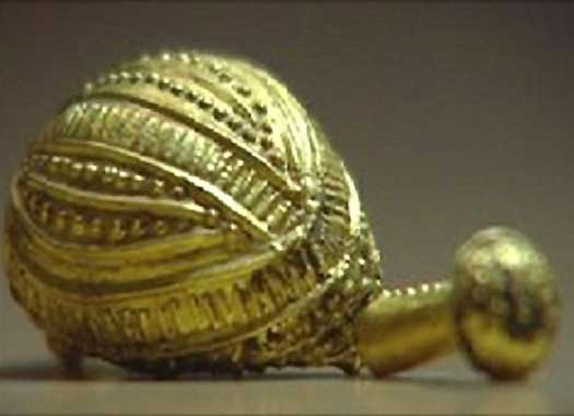 Jóias celtas de ouro e âmbar desenterradas de um túmulo mostram que este grupo de indo-europeus alcançou níveis muito elevados de habilidade em suas criações pelo primeiro milênio antes da Era Comum